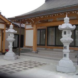 寺院の春日灯篭